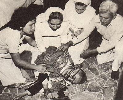 Erkebiskop Romero skutt ved alteret